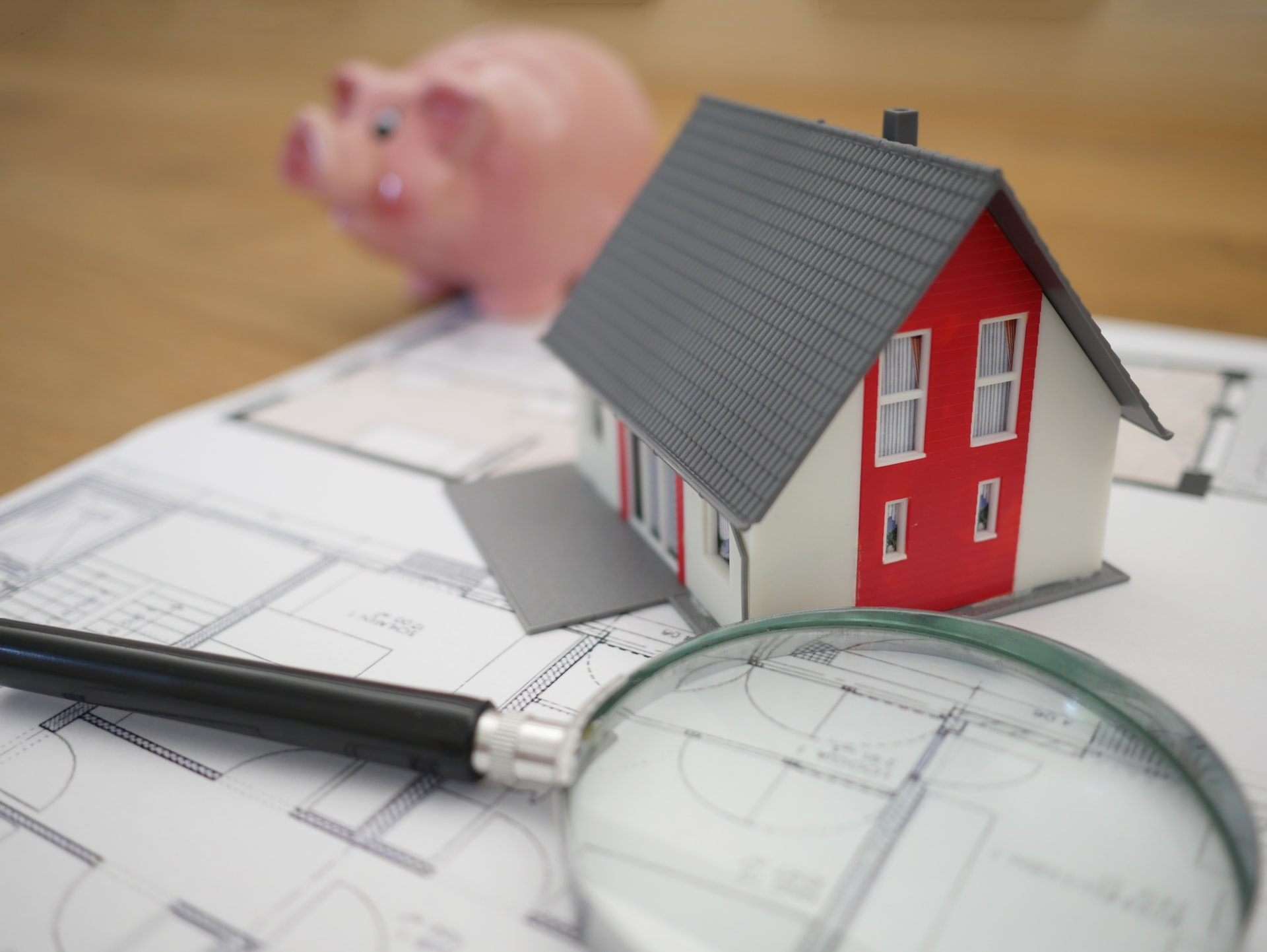 Economista Pérez Ducy propone canalizar fondos personales de las AFP para relanzar la economía con la inversión en primeras viviendas.